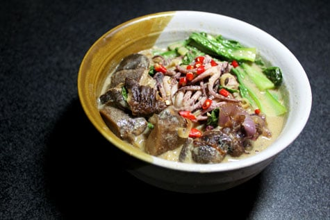Squid Head and Mushroom Curry Noodle Soup