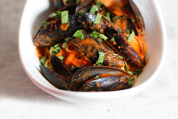 Mussels Fra Diavolo with Linguine‏‏