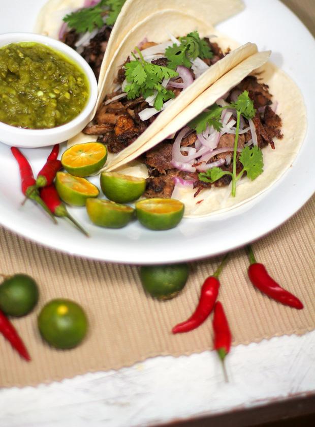 Lengua Tacos con Salsa Verde