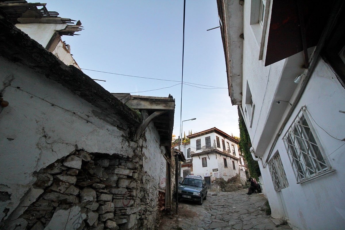 Explore the Alleys of Şirince, a Charming Hill Town Near Selcuk, Turkey