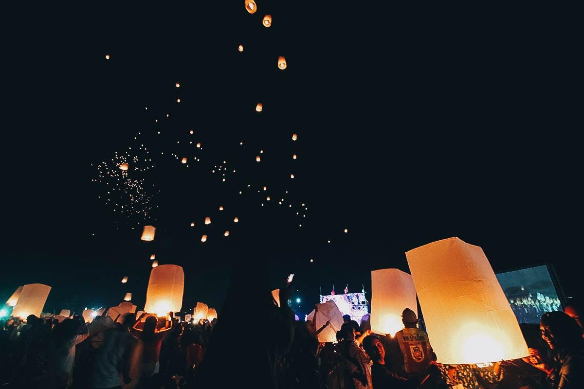 Yee Peng & Loy Krathong Festivals, Chiang Mai, Thailand