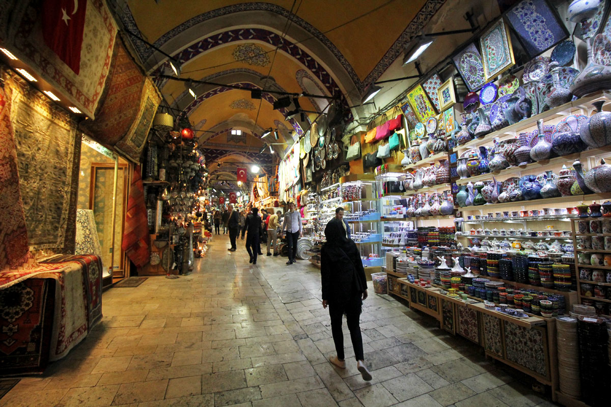 Take a DIY Walking Tour of Istanbul's Famed Bazaars and Rüstem Pasha Mosque