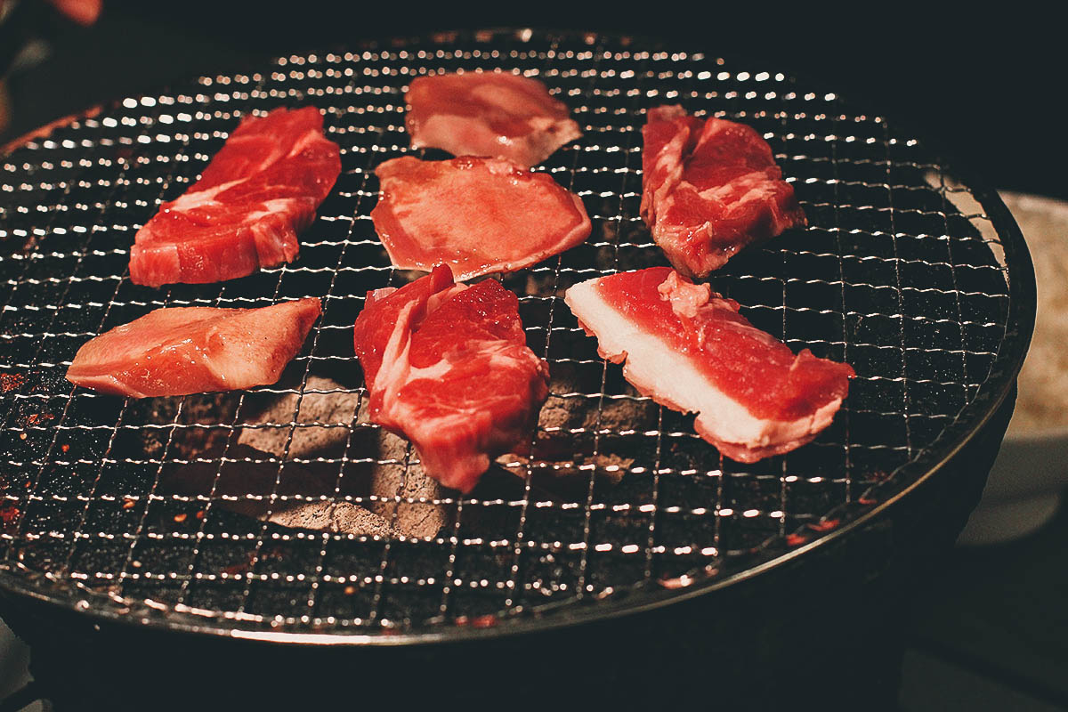 ホルモン食堂 4条店: Where to Eat Jingisukan on a Charcoal Grill in Sapporo, Japan