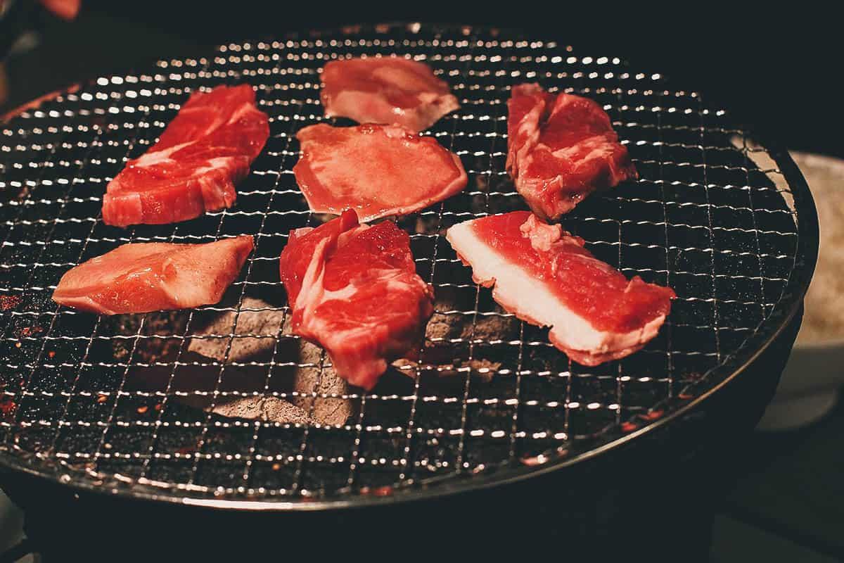 ホルモン食堂 4条店: Where to Eat Jingisukan on a Charcoal Grill in Sapporo, Japan