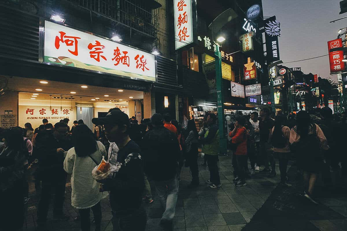 Long queue at Ay-Chung Flour Rice Noodles in Taipei, Taiwan