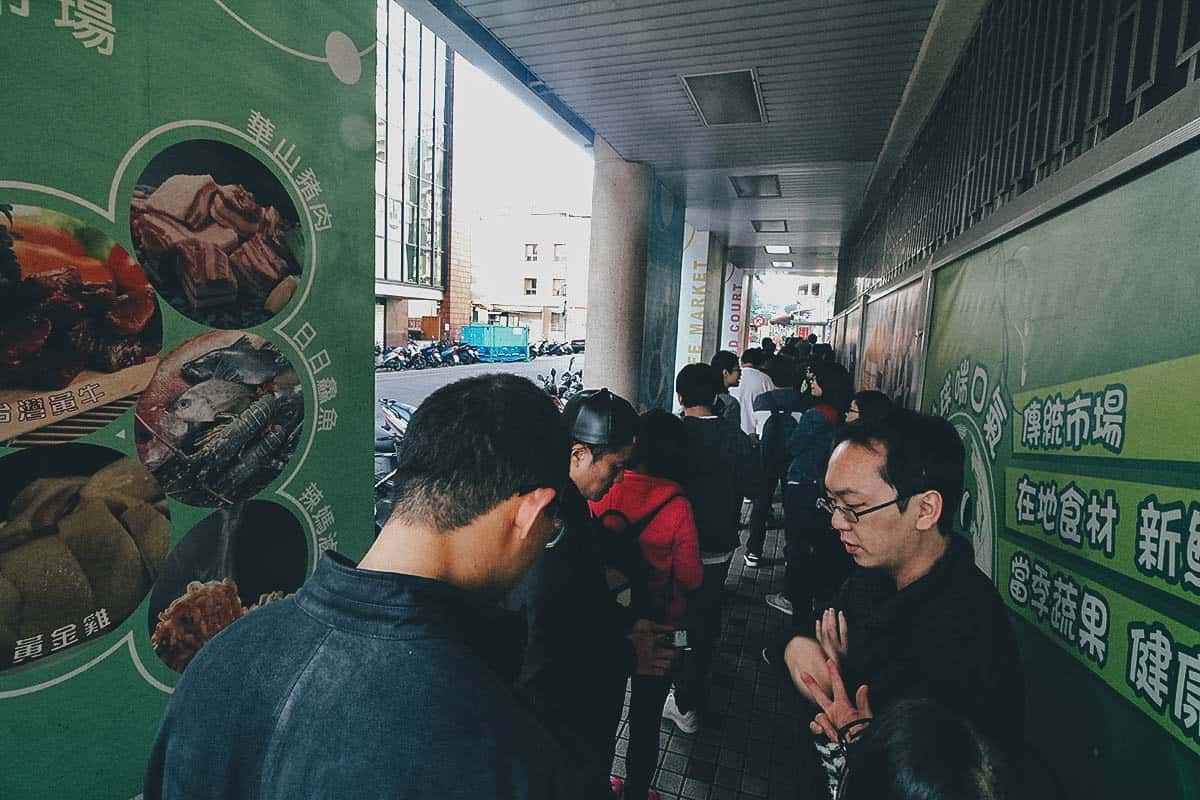 Long queue at Fuhang Soy Milk in Taipei, Taiwan