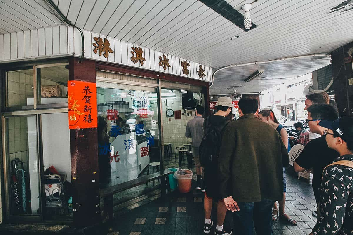 Queue of customers at Yongfu Ice Cream in Taipei, Taiwan