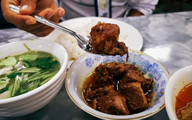 Yangon Food Tour: Get a Taste of Burmese Cuisine and Culture with A Chef's Tour