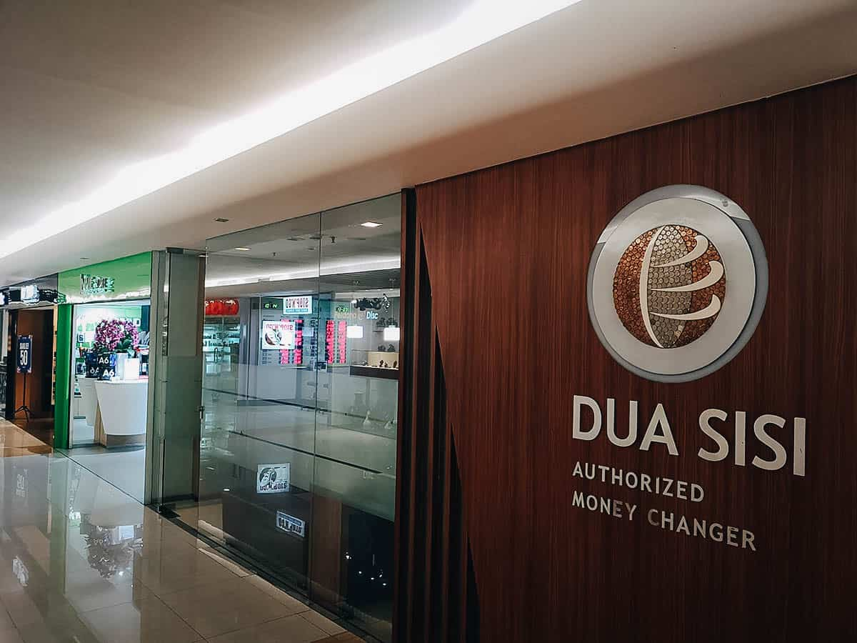 Dua Sisi Money Changer, Jakarta, Indonesia
