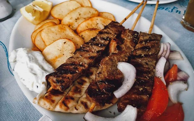 GREECE: Souvlaki vs. Gyros, so What's the Difference?