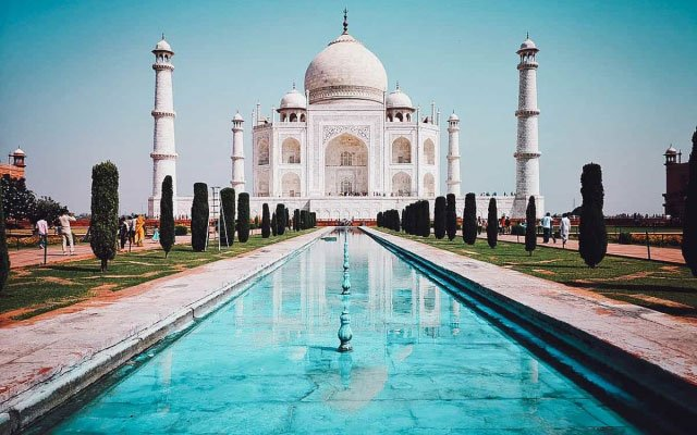 Agra Day Tour: Visit the Taj Mahal, Agra Fort, and Fatehpur Sikri on a Private Tour from Delhi