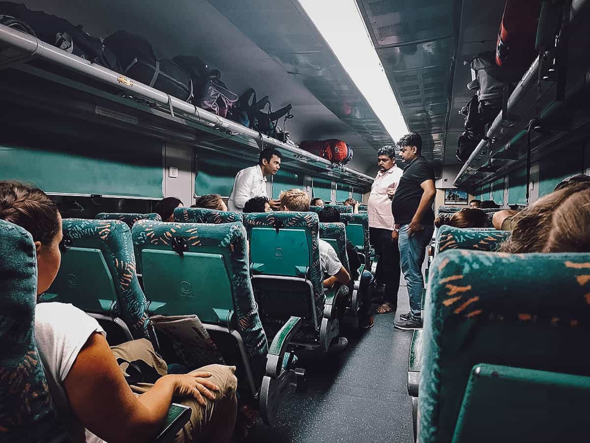 Delhi to Agra by express train