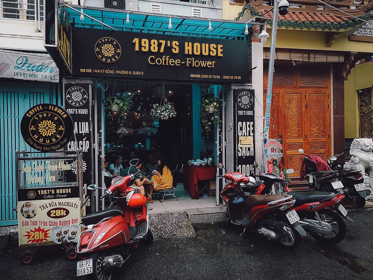 1987's House Coffee & Flower exterior