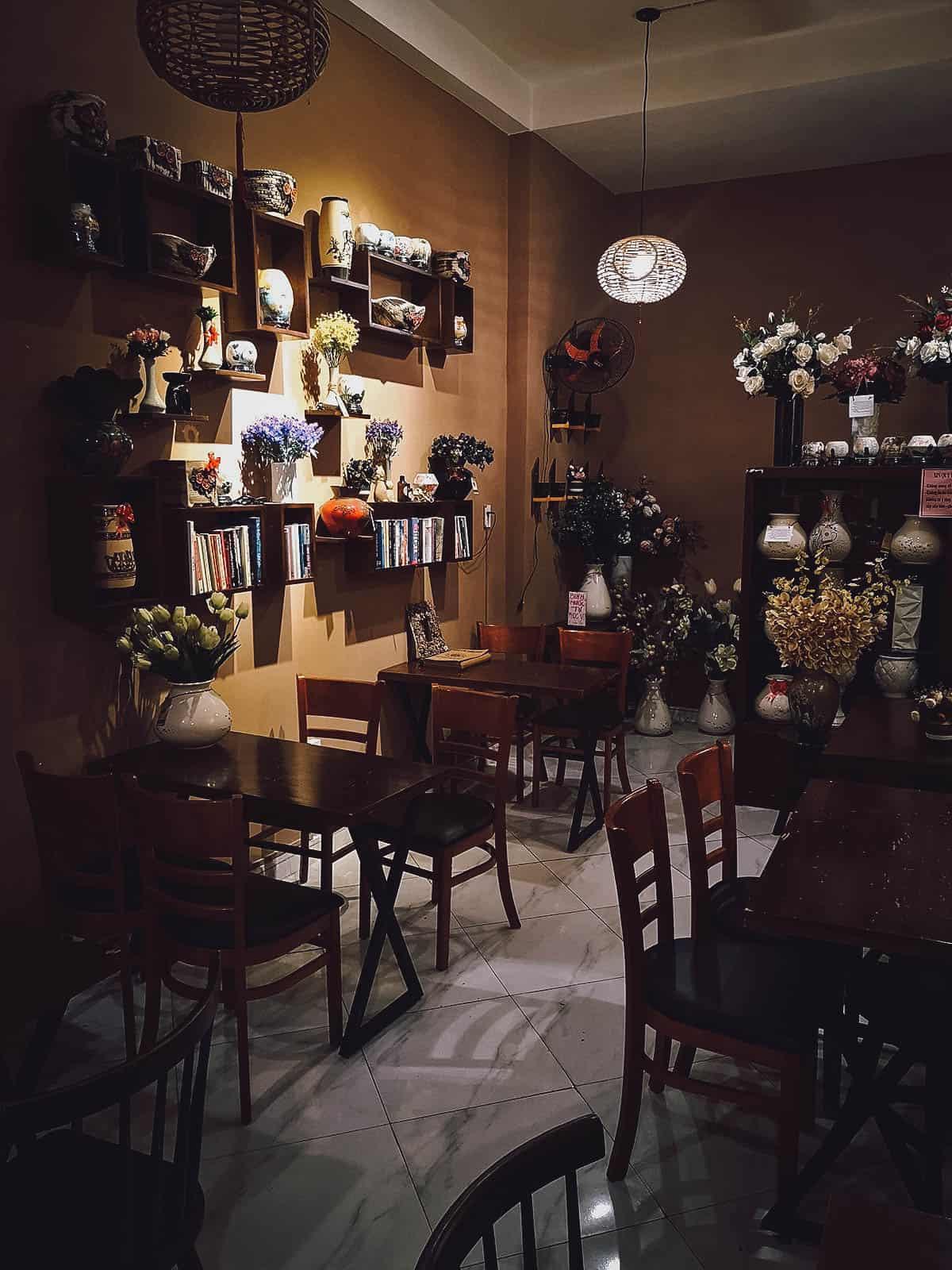 1987's House Coffee & Flower interior