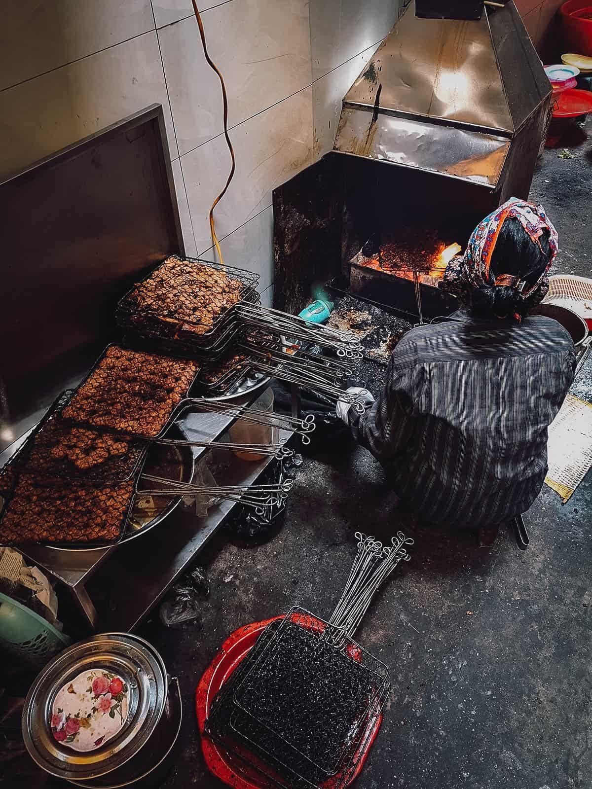 Grilling bun cha