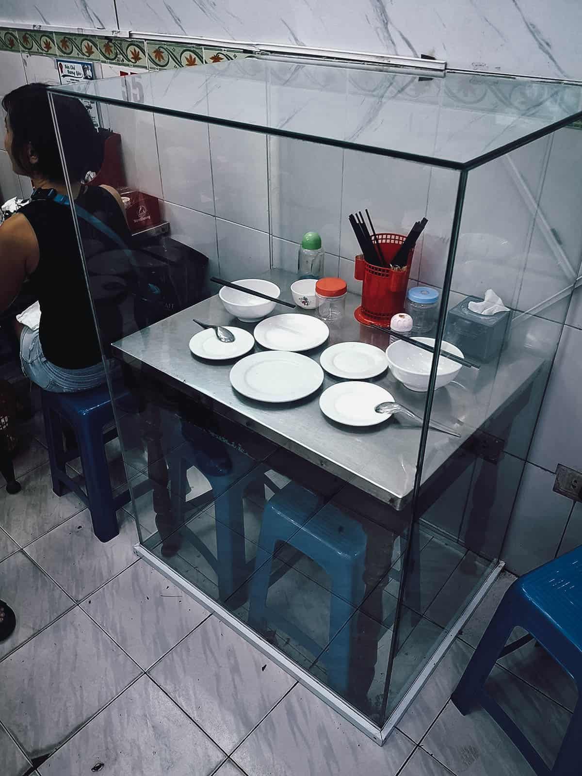 Obama at Bourdain's table at Bún chả Hương Liên
