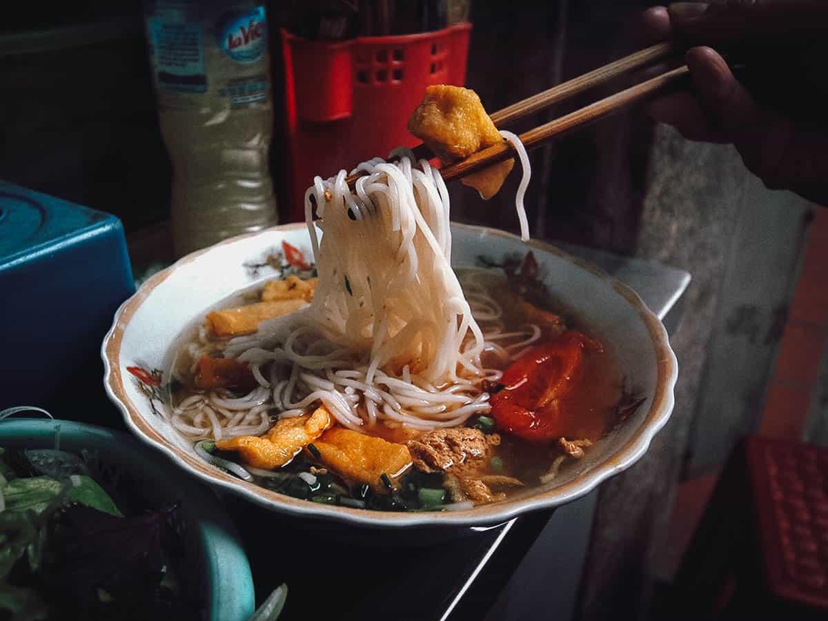 Bun rieu at Bún Riêu Cua Hàng Bạc