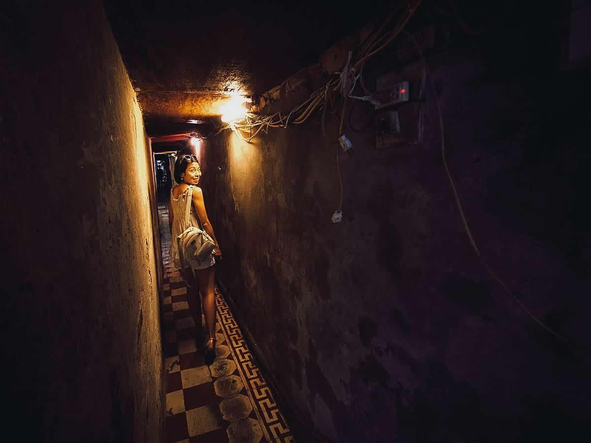 Alleyway into Quán Bún Thang Bà Đức