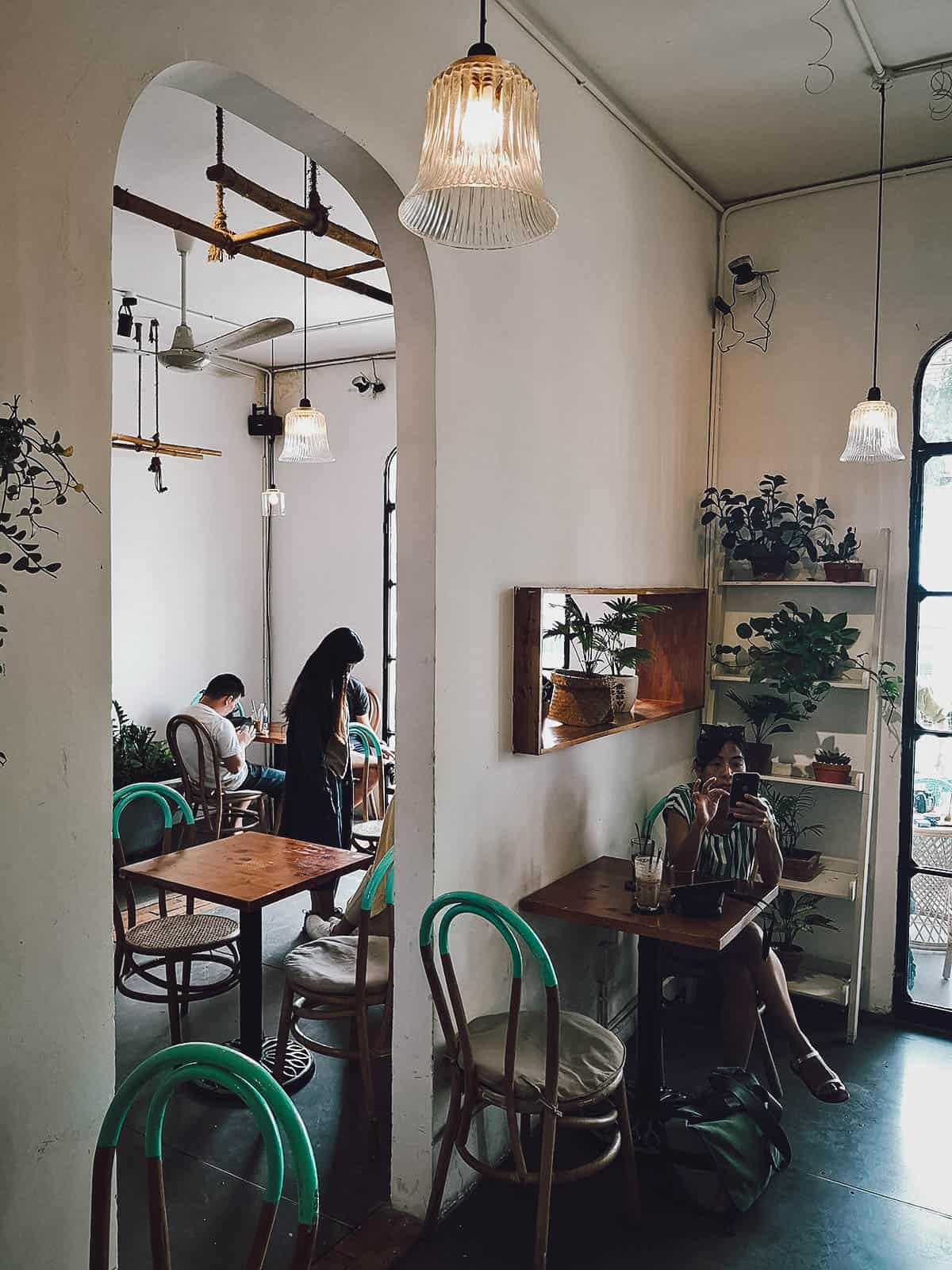 Saigon Oi interior