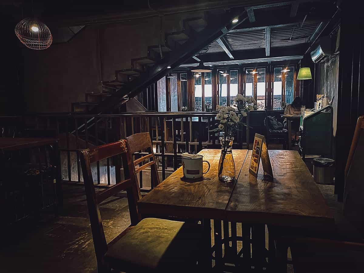 Cong Ca Phe interior