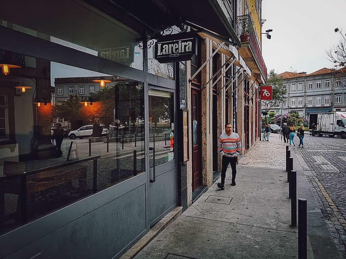 Frontage of Lareira