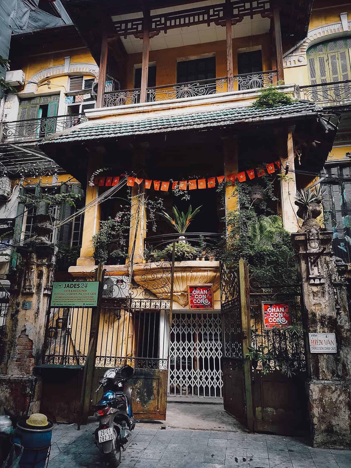 Loading T Cafe, Hanoi, Vietnam