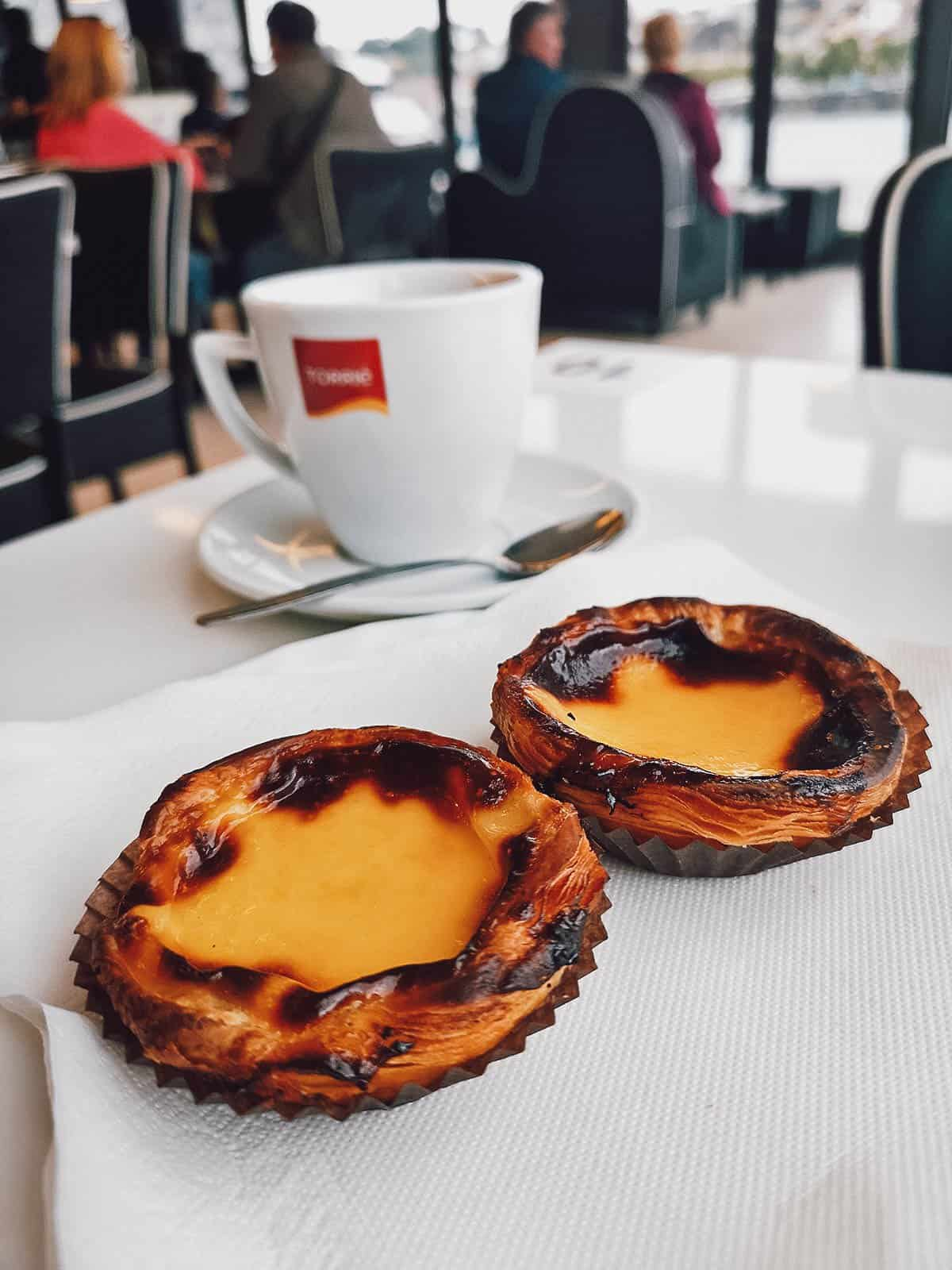 Pasteis de nata with coffee