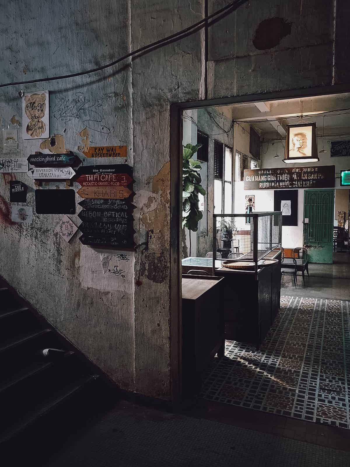 Hallway to Hoang Thi Cafe