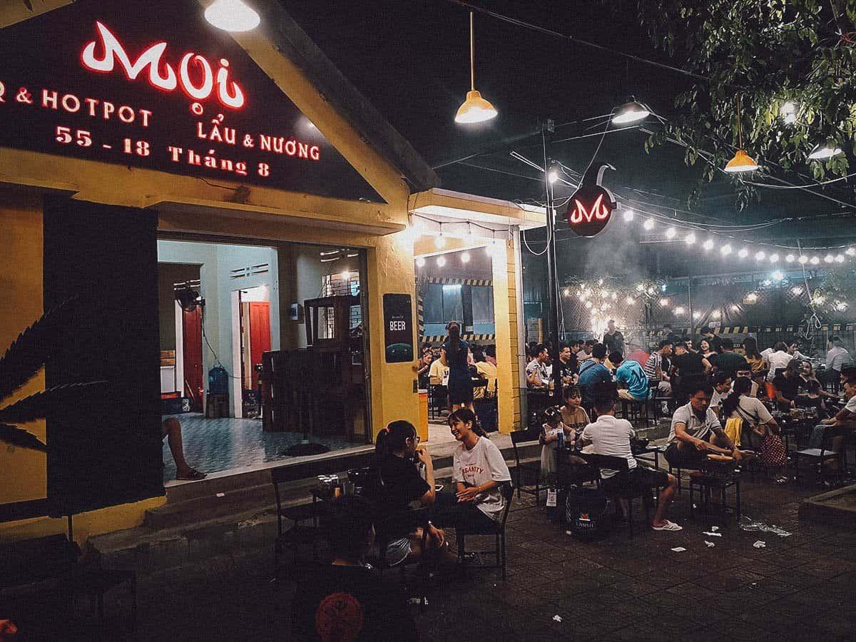 Moi – BBQ & Hot Pot exterior