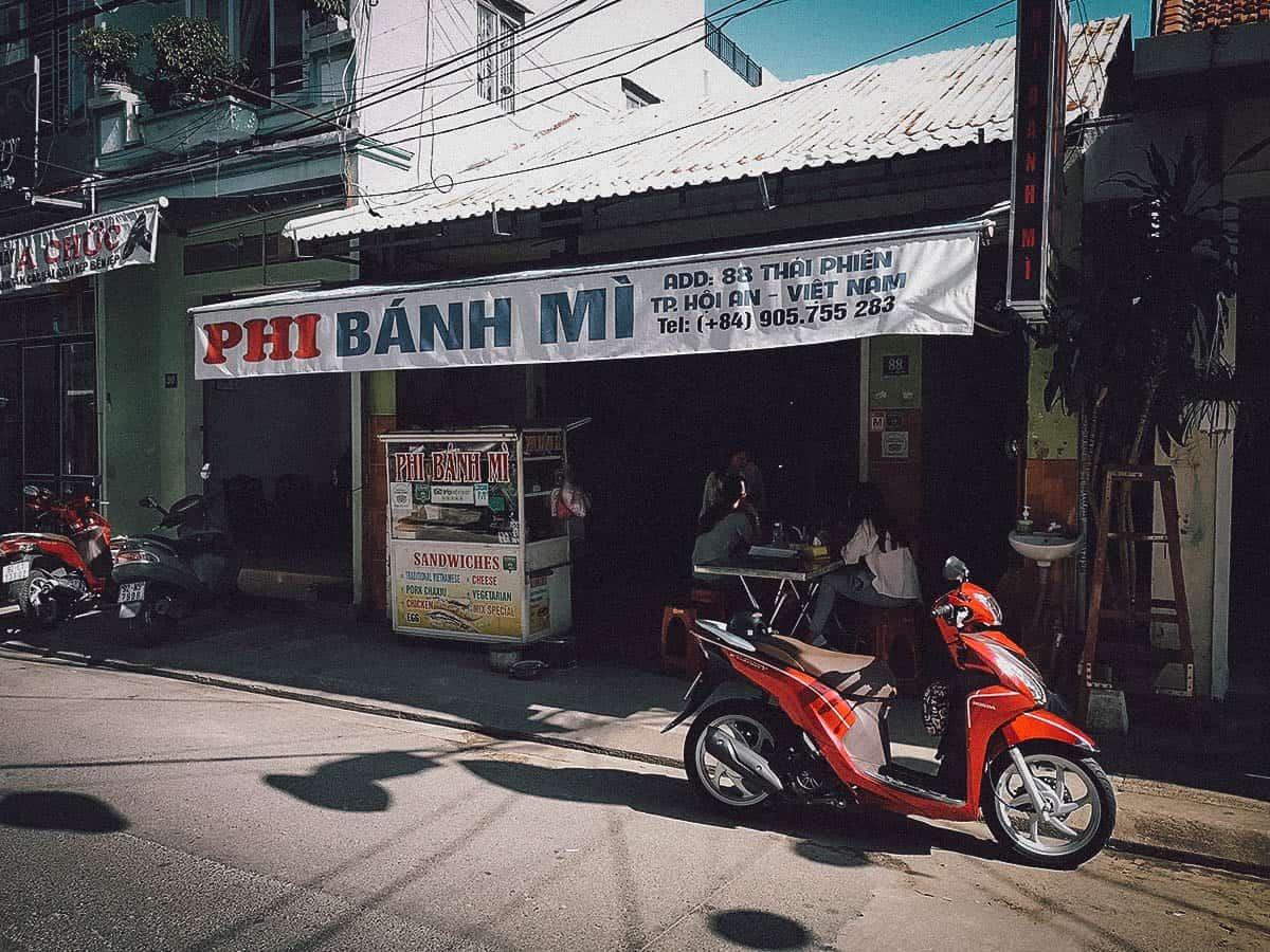 Phi Banh Mi exterior