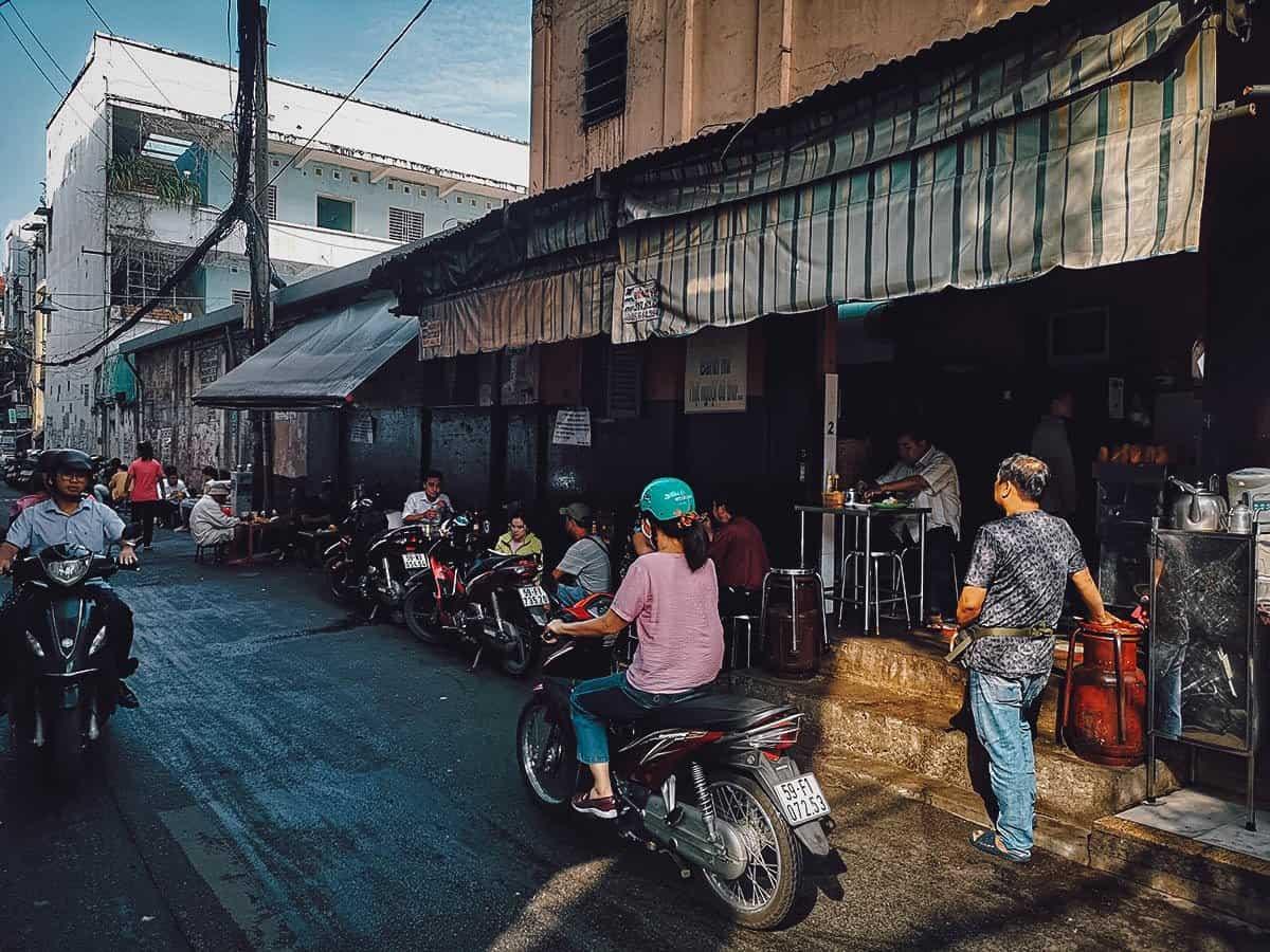 Banh Mi Hoa Ma street food stall