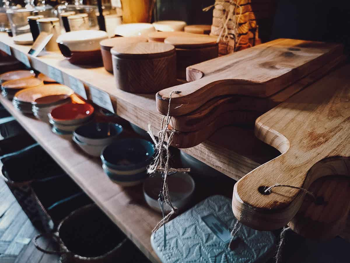 Chopping boards, bowls, and boxes