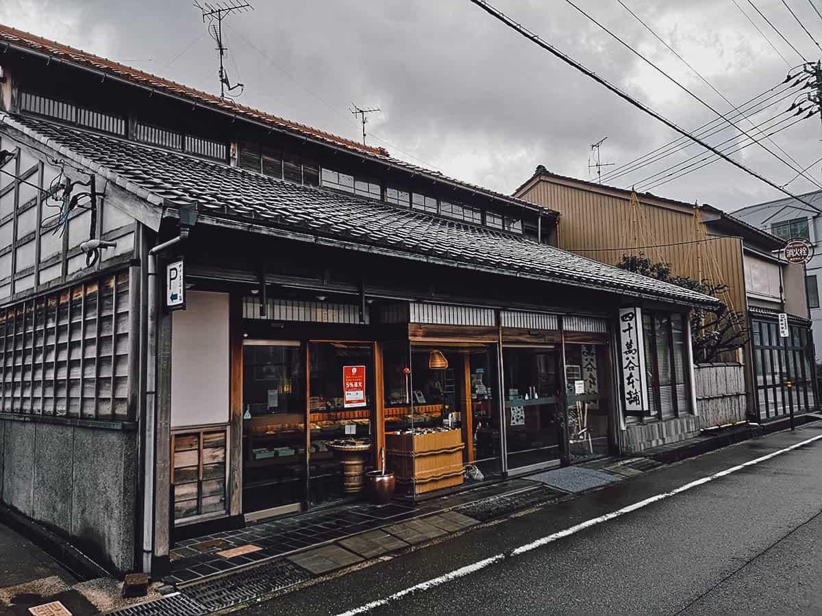 Shijimaya Honpo Yayoi exterior