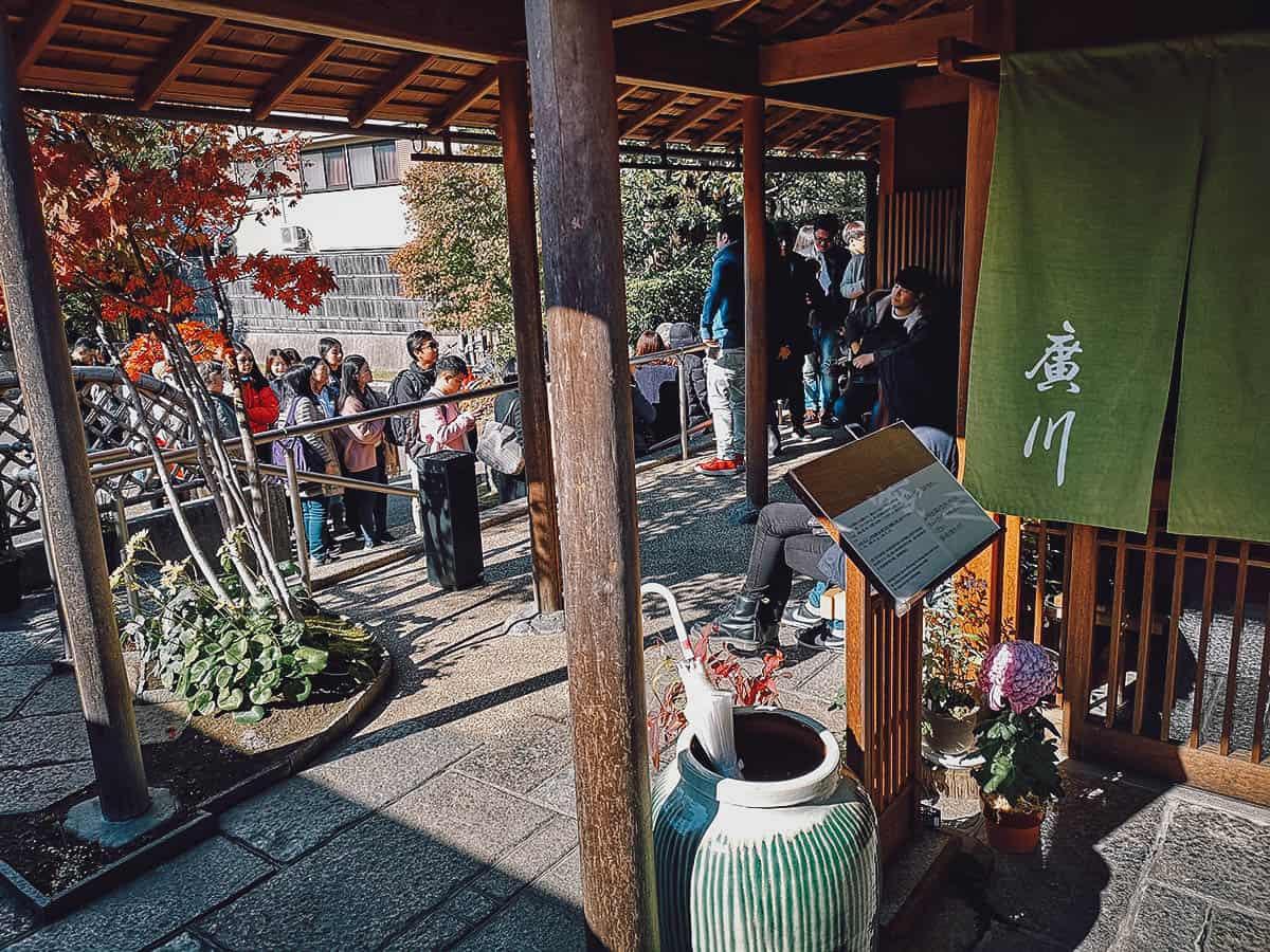 Line of people at Unagi Hirokawa