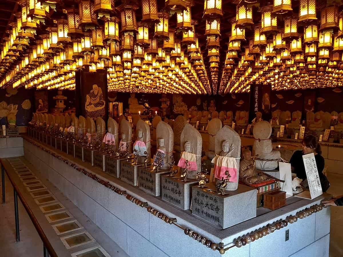 Inside Daishoin Temple
