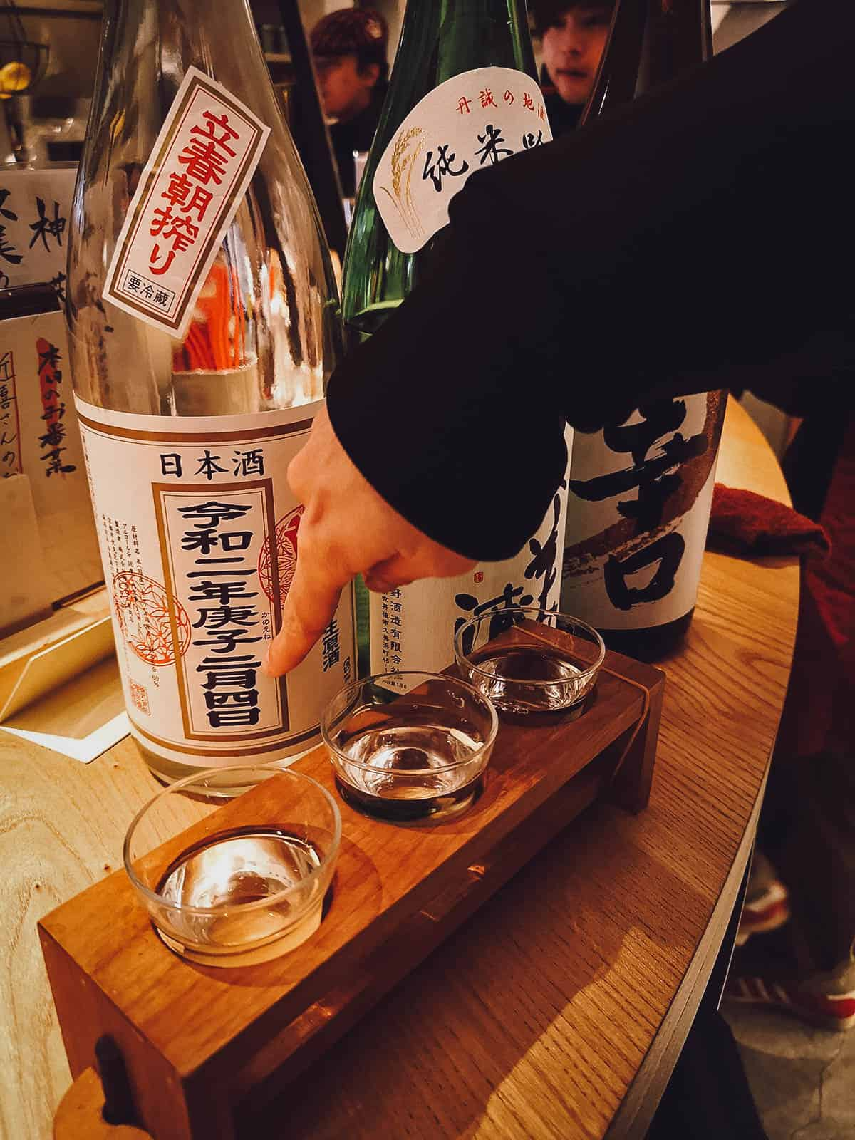 Explaining the labels on sake bottles