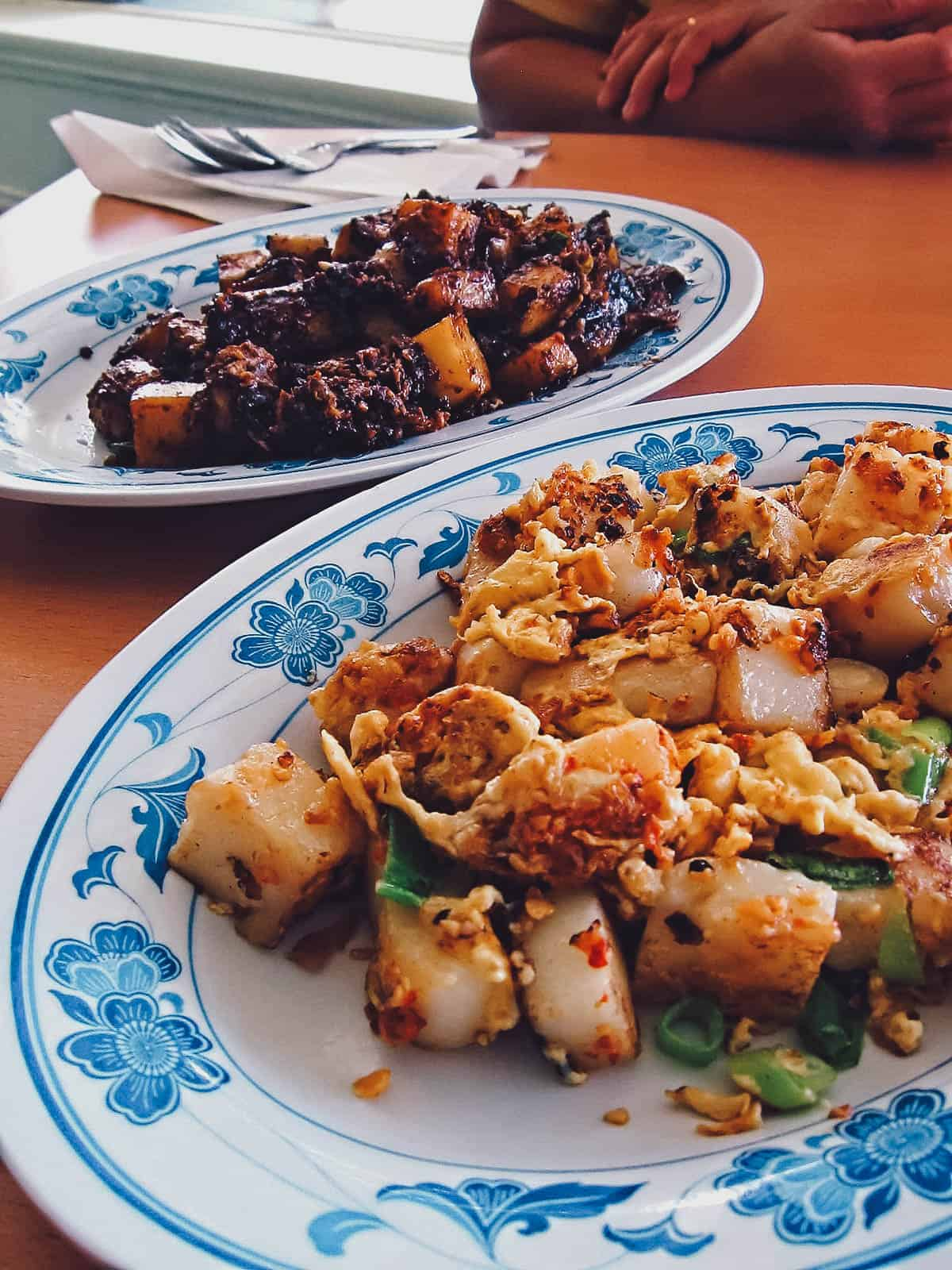 Plates of dark and light chai tow kway
