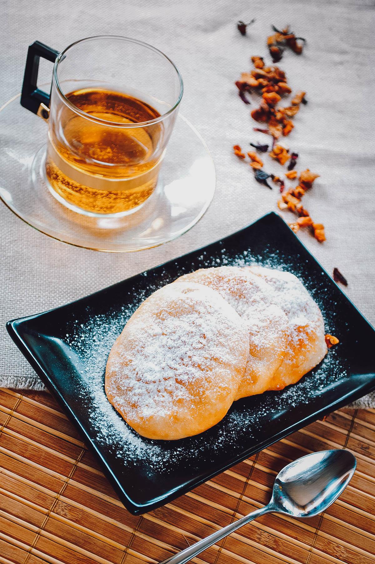 Mekitsa with tea