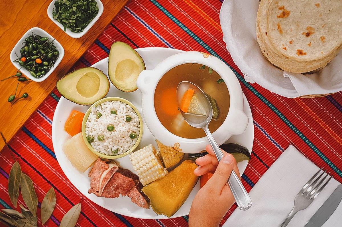 Caldo de res with bread