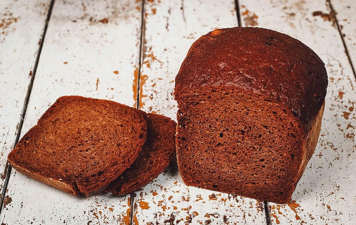 Loaf of juoda duona