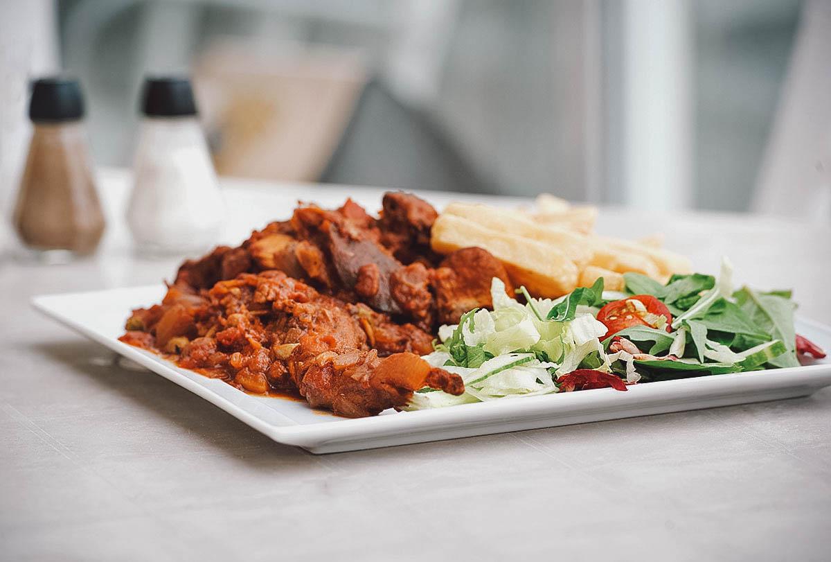 Fenkata with salad