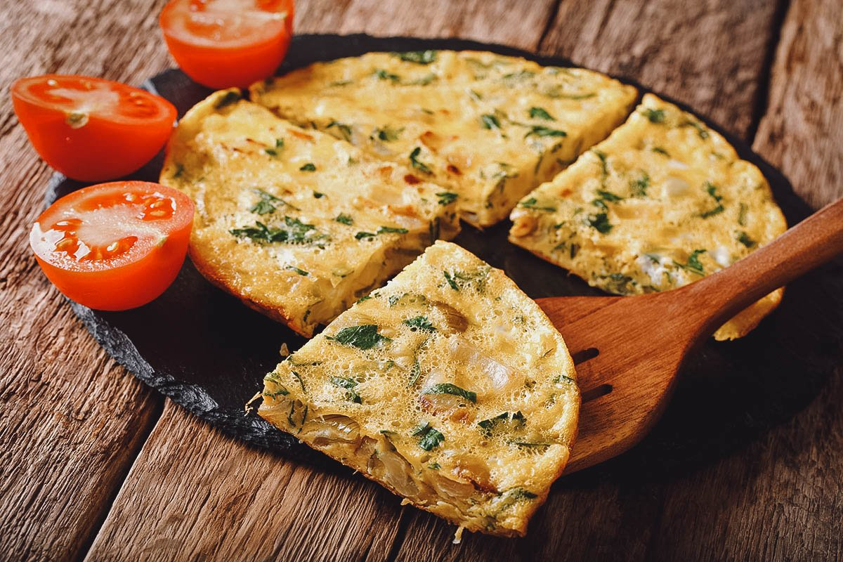 Eggah with leeks, tomatoes, and fried onions – the Egyptian version of a frittata