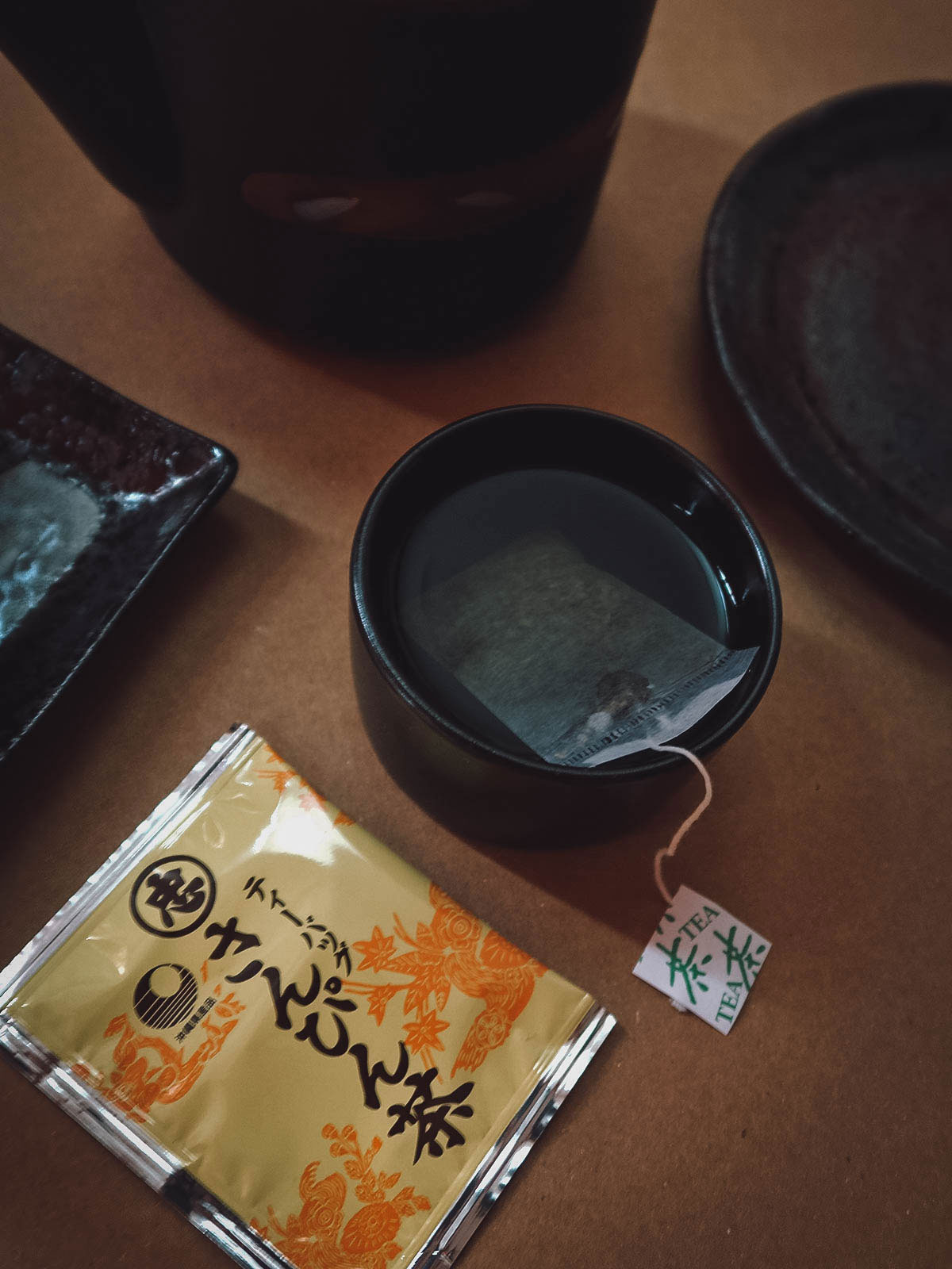 Sanpincha Tea with Japanese teapot and plates