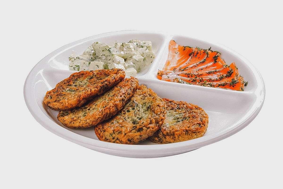 Deruny with salmon
