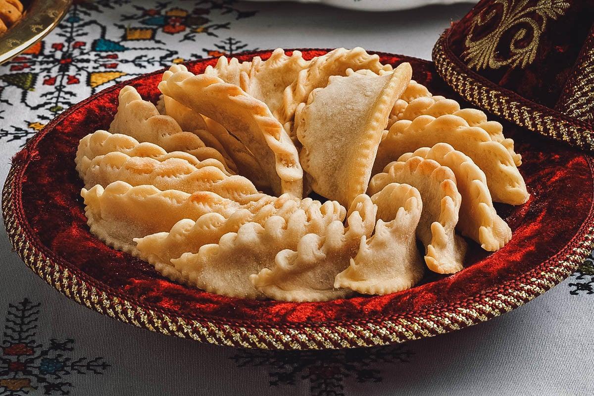 Kaab el ghzal, Moroccan crescent-shaped pastries