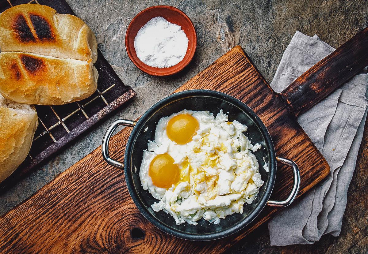 Huevos revueltos, a typical Chilean breakfast dish